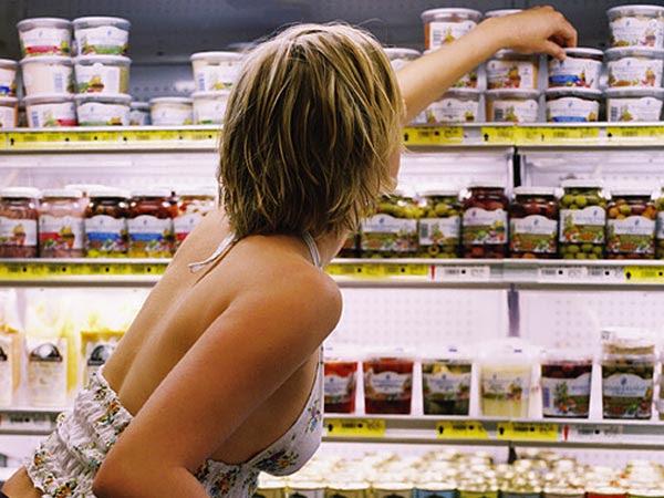 mulher-compra-supermercado-08g