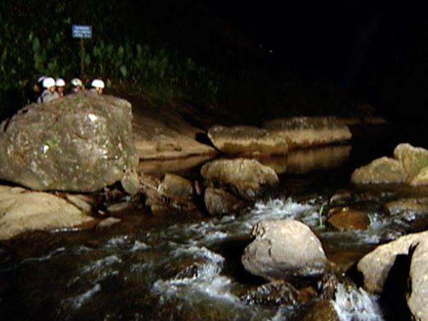 Menino de 12 anos morre ao cair de cachoeira de 70 metros, no ES (Foto: Reprodução/TV Gazeta)