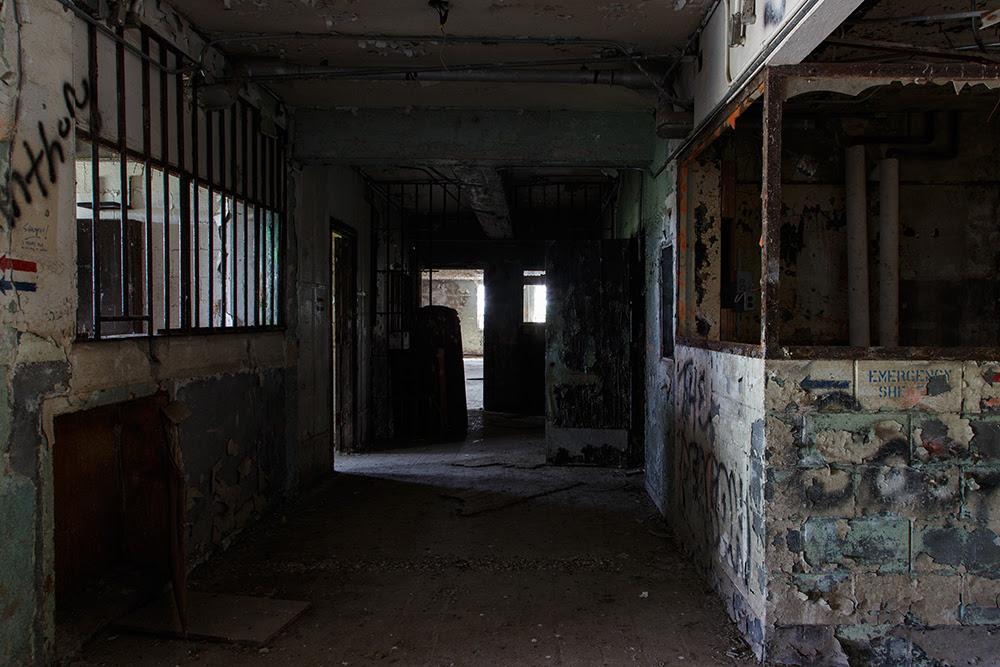 Renz Women's Prison © 2014 sublunar