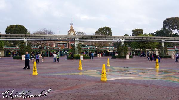 Disneyland Resort, Main Entry Plaza, Esplanade