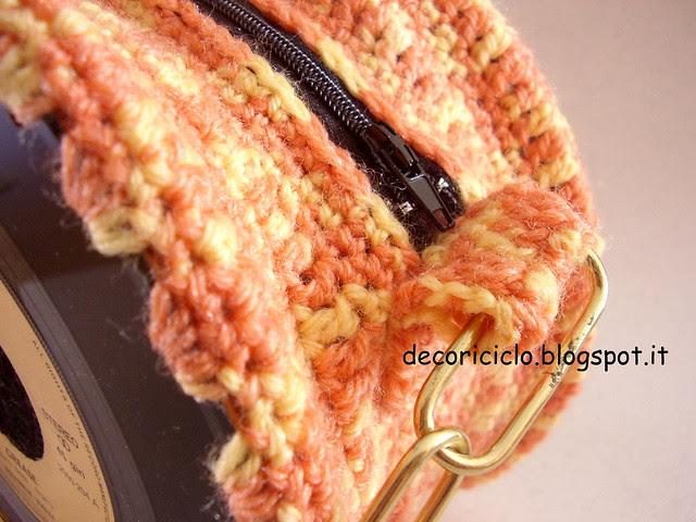 borsa 45 giri con lana sfumata arancione e manico catena 3