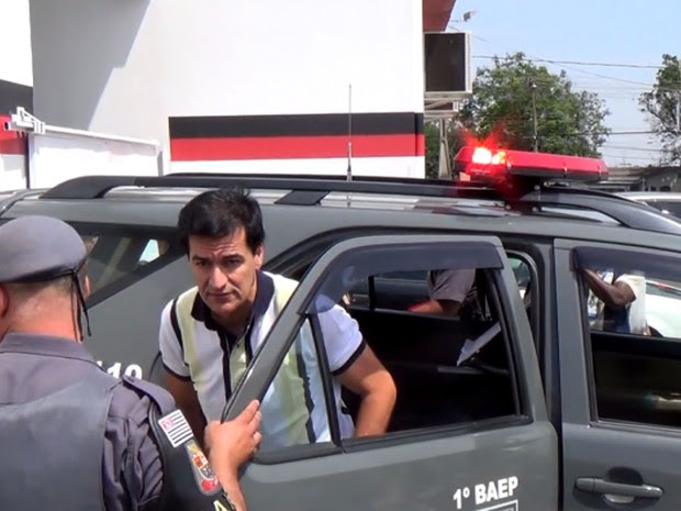 Prefeito de Indaiatuba Reinaldo Nogueira é preso e levado para delegacia em Campinas (Foto: Reprodução / EPTV)