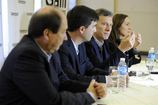 Macri, en su recorrida de ayer, en Olavarría, con Sanz, Galli y Vidal