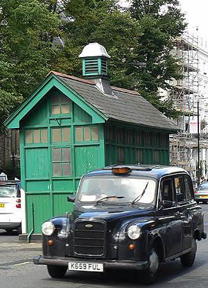 taxi et abri.jpg