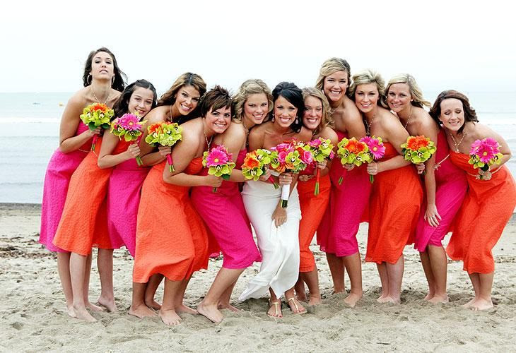 www.bellapictures.com bride and bridesmaids scrunched together