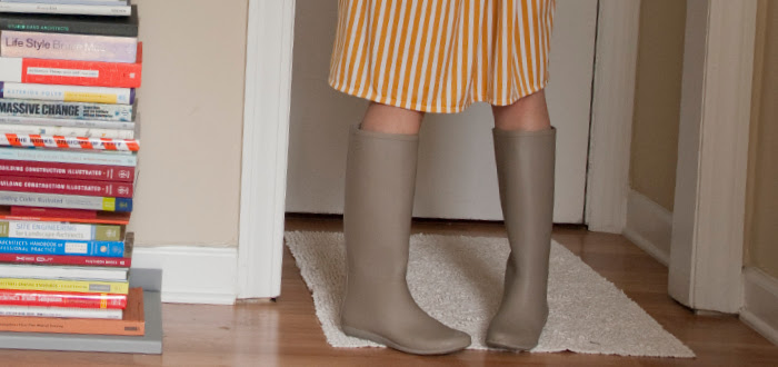 dashdotdotty, dotty, outfit blog, outfit ideas, how to wear, stripes, chambray, rainboots, tied up