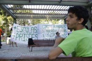 Grupos protestam contra a proposta da redução