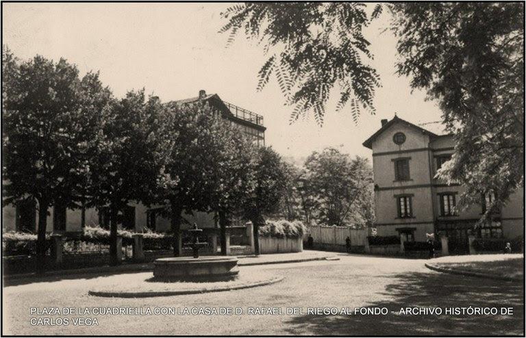 plaza de la cuadriella con la casa de d. rafael del riego al fondo.jpg