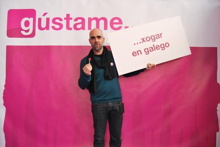 Luis Tosar participando na campaña do CNTL 'Gústame o galego'