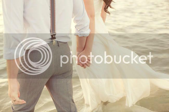 http://i892.photobucket.com/albums/ac125/lovemademedoit/ML_beachtrashthedress_009.jpg?t=1300698371
