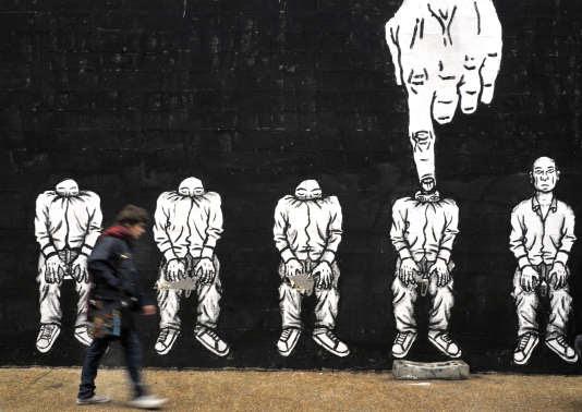 Peinture murale réalisée par Bilal Berreni (alias Zoo Project) à Montreuil (Seine-Saint-Denis), 2012.