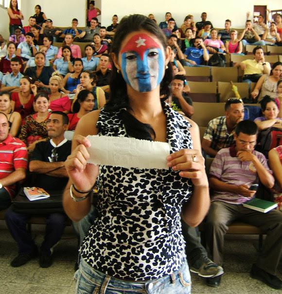 En un acto de contenido patriótico. Foto: Luis Toledo Sande.