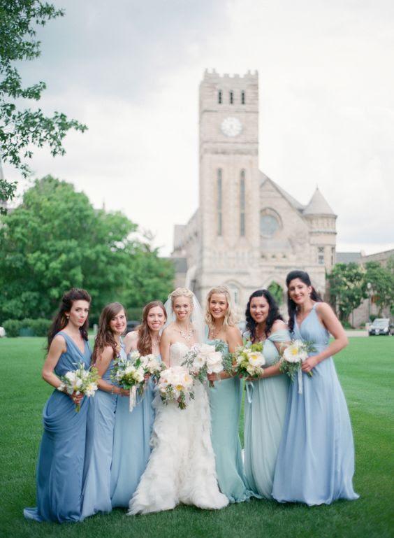 weiche Schattierungen von blau und Minze für die Brautjungfern