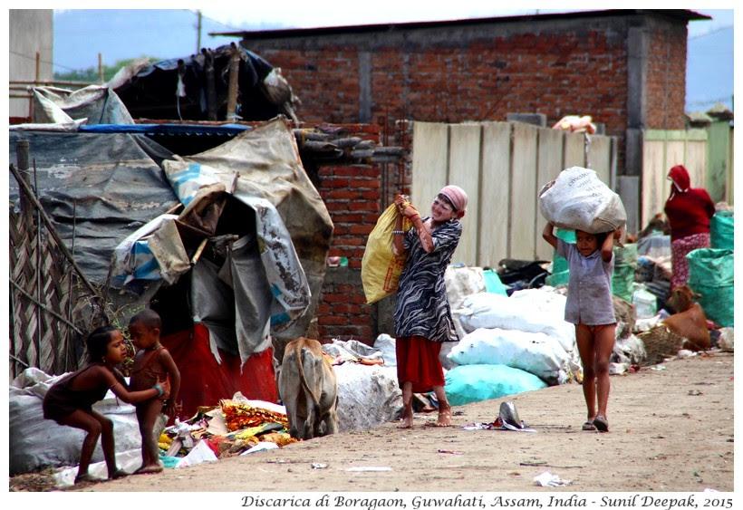 Discarica di Guwahati - Immagini di Sunil Deepak