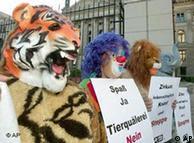 Activistas por los derechos de los animales en una acción de protesta en Berlín, en el año 2003.