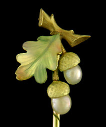 Enamel oak leaf and acorn stickpin. (J9074)