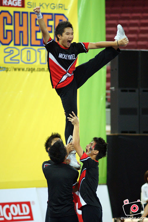 BACK-FROM-CHEER-2010-mickeymitez