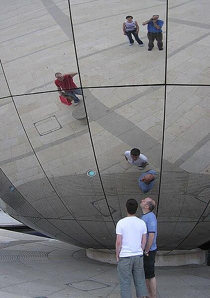 File:Mirror.globe.arp.500pix.jpg