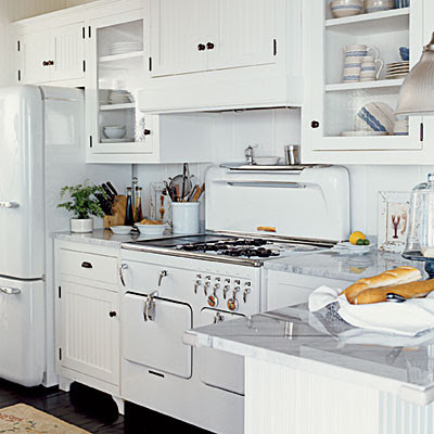 kitchen-vintage-appliances - White traditional kitchen