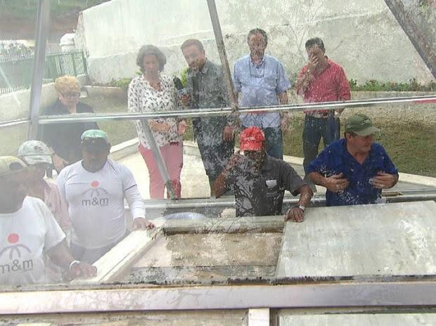 Gugu manda abrir o túmulo da Dercy Gonçalves para ver se ela foi enterrada de pé!