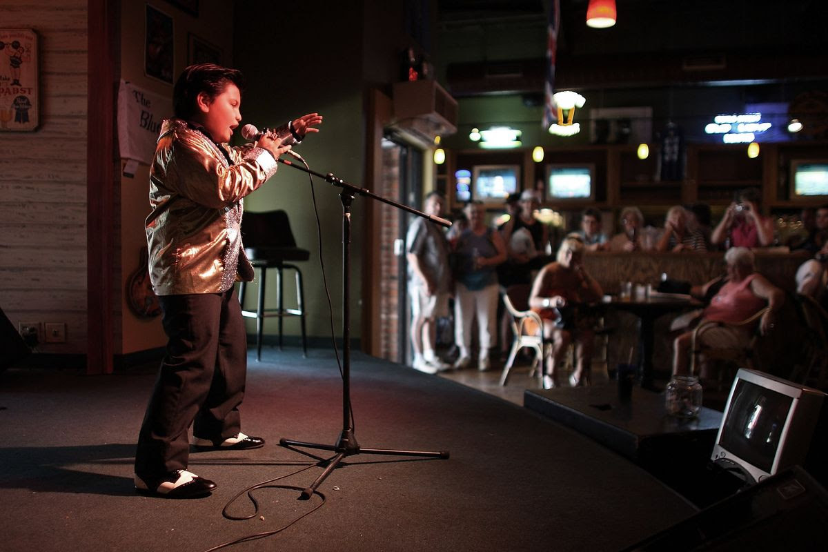 MEMPHIS, TN - AUGUST 14:  Kobe White, 8, from Melbourne, Australia belts out an Elvis Presley tune as he does an impersonation act August 14, 2007 in Memphis, Tennessee. This week marks the 30th Anniversary of the death of the Rock and Roll legend.  (Photo by Joe Raedle/Getty Images)