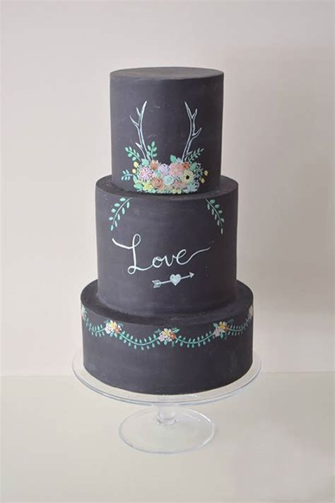 11 Chalkboard Wedding Cakes You Won't Want to Erase