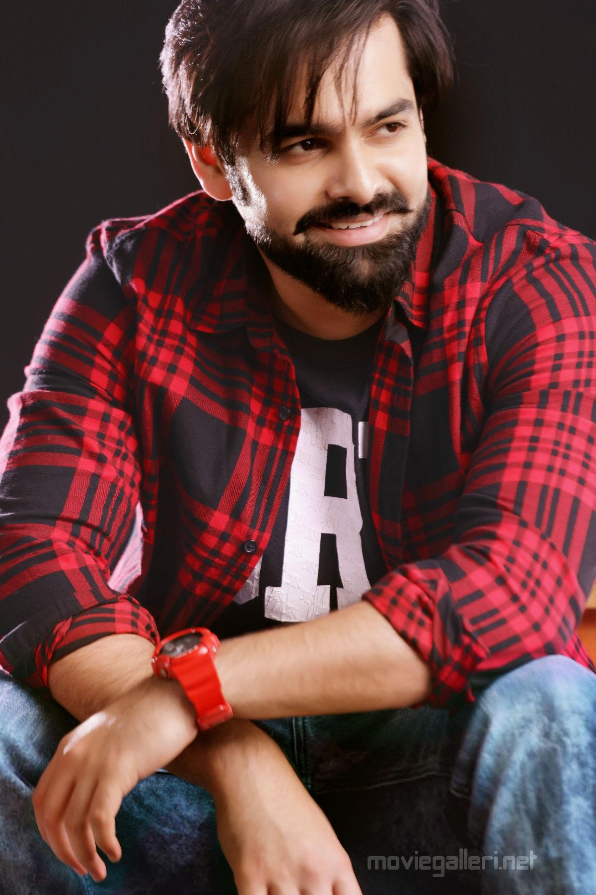 Unnadi Okate Zindagi Movie Hero Ram HD Still