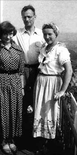 Simone de Beauvoir, Nelson Algren y Olga Kosakiewicz, 1949.  Ambos eran amantes de Simone, no al mismo tiempo.