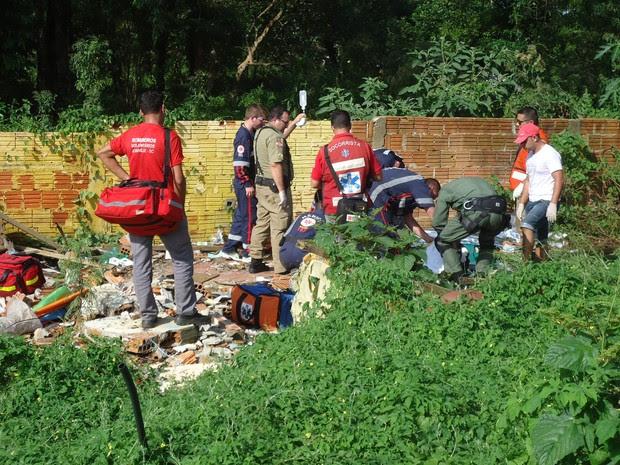 Mortos foram encontrados em terreno baldio de Joinville (Foto: Rolf Otto/VC no G1 )