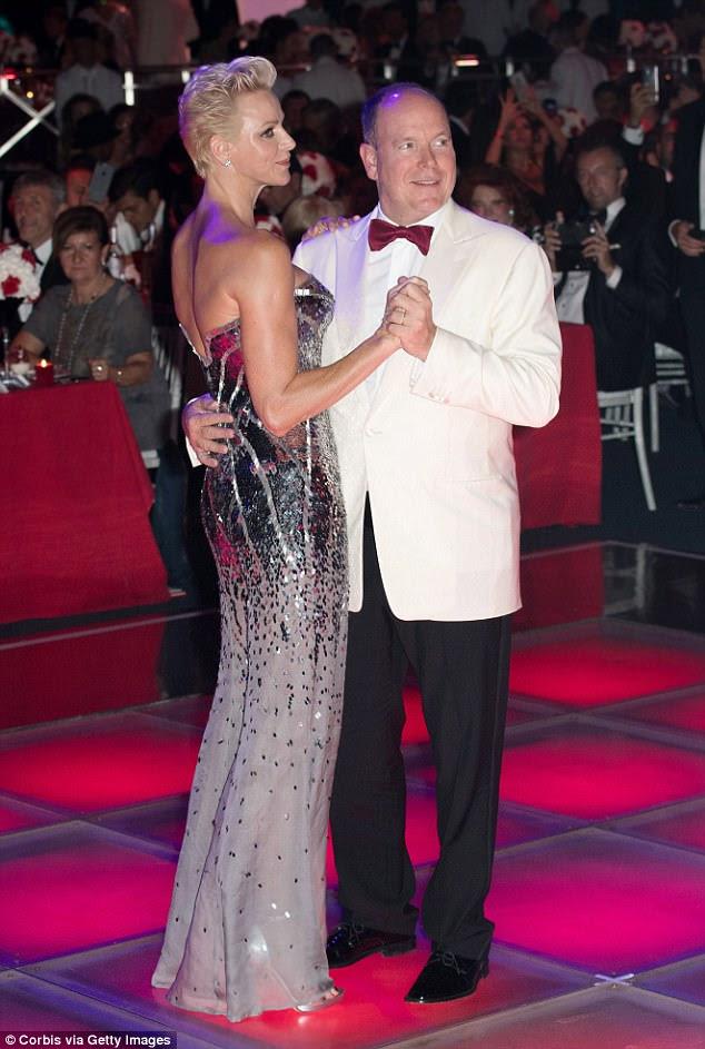 Dança para isso: os dois pareciam estar com espíritos joviais quando levaram para a pista de dança no meio da gala