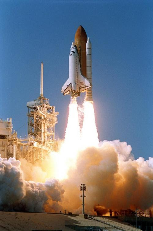 Oct07-2002-STS112liftoff