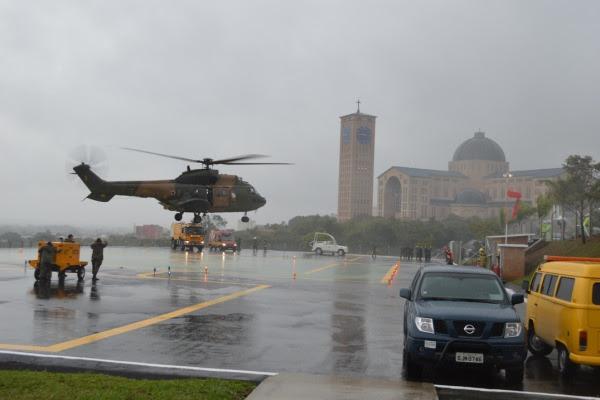 H-34 da FAB pousa em Aparecida  CB Vinicius / EEAR