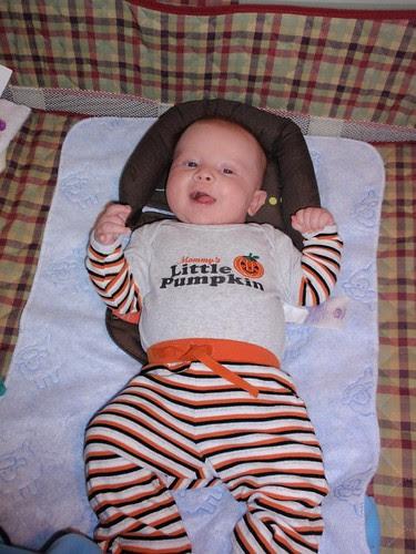 11.05.10 Smiley Little Pumpkin (2)