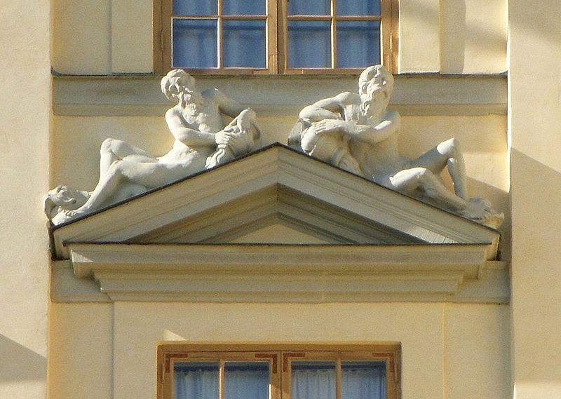 Drottningholms slott fasadutsmyckning 2011c.jpg