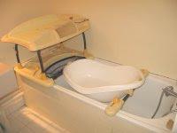 Quelles Baignoire De Bebe Et Table A Langer Choisir Pour Une Petite Salle De Bain 24 05 2008