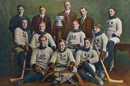 1907 Kenora Thistles team photo Kenora Thistles 1907 Stanley Cup.jpg