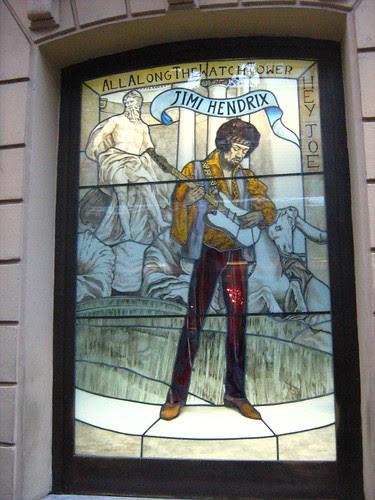 Hendrix outside Hard Rock Cafe Rome