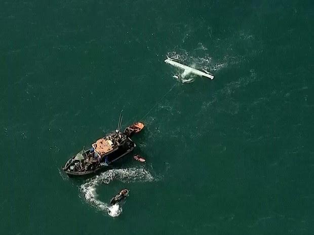 Aeronave foi rebocado ainda na manha desta sexta (Foto: Reprodução/TV Globo)