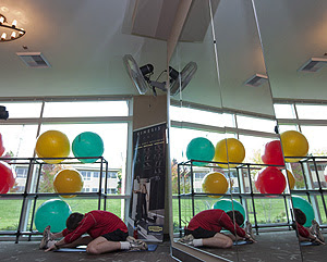 Un hombre se ejercita en el gimnasio (Foto: AFP | Stephen Brashear)