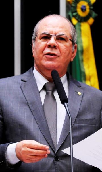 Hildo Rocha em discurso na tribuna