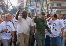 Cuban President Fidel Castro (C), marches with ten