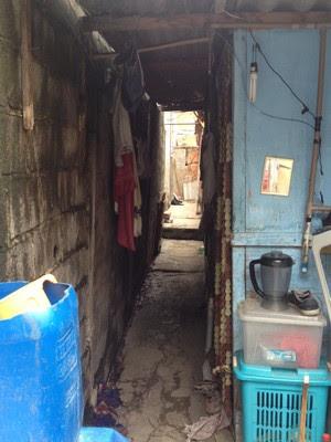 Interior da casa do pintor na favela Alba, na Zona Sul (Foto: Will Soares/ G1 )