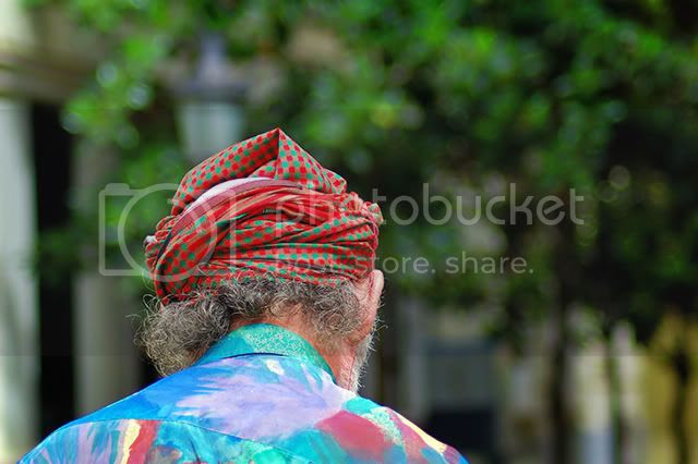 Old man wearing handkerchief or turbant on head [enlarge]