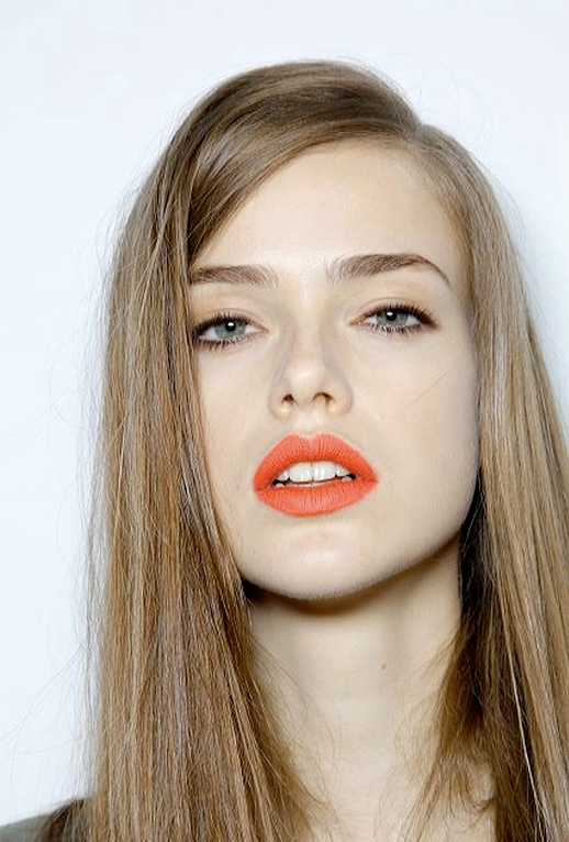 LE FASHION BLOG BEAUTY ORANGE LIPS NEON BRIGHT LIPS PALE SKIN SIDE PART 6 photo LEFASHIONBLOGBEAUTYORANGELIPSNEON6.png