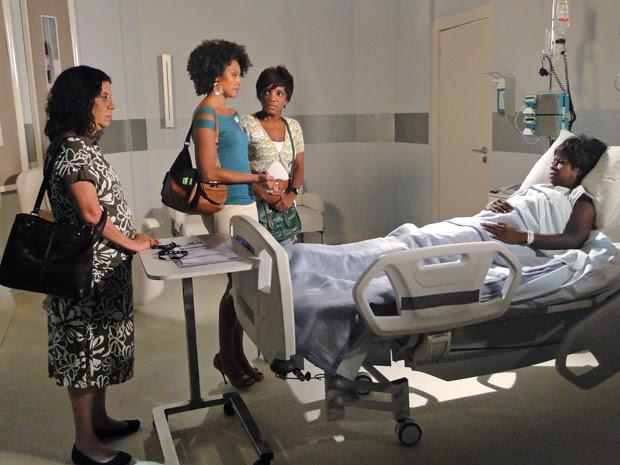 Deusa acorda e pergunta por Grace Kelly (Foto: Aquele Beijo/TV Globo)