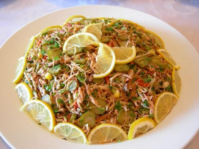 Tel Şehriyeli Tavuk Salatası