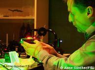 Vladislav Matusevich en el laboratorio de la Universidad de Jena.