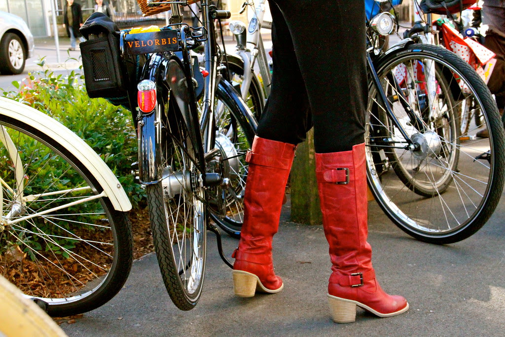 red boots 7128