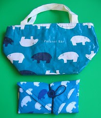 """Insulated """"Polarer Bear"""" lunch cloth and bag"""
