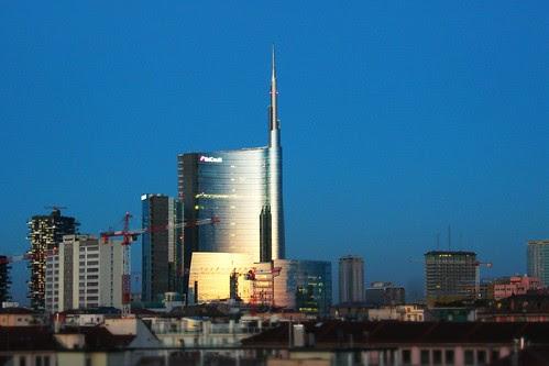 Metà #cielo e metà #grattacielo by Ylbert Durishti